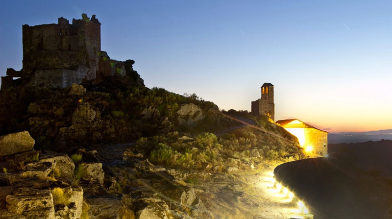 Castillo de trevejo de noche