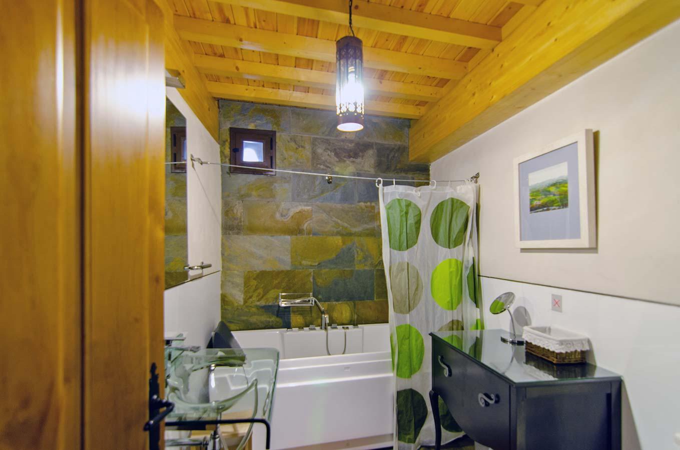 Baño de apartamento en Trevejo